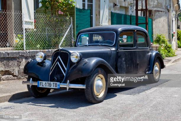 citroen traction front 11bl - gwengoat stock pictures, royalty-free photos & images