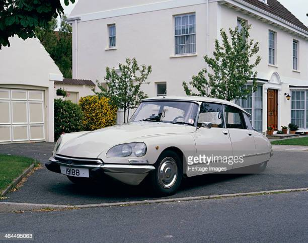 Citroën DS21 Pallas When the Citroën DS was first unveiled in 1955 its futuristic design caused a sensation As with many Citroëns it also...