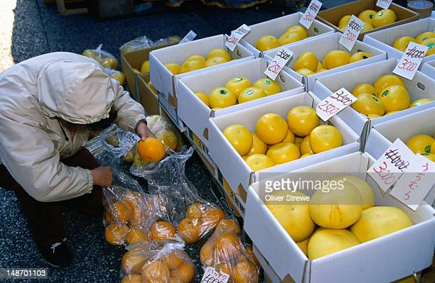 Citrus fruit for sale in Kochi's asa-ichi.