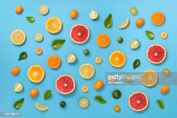 citrus fruits pattern background. - obst stock-fotos und bilder