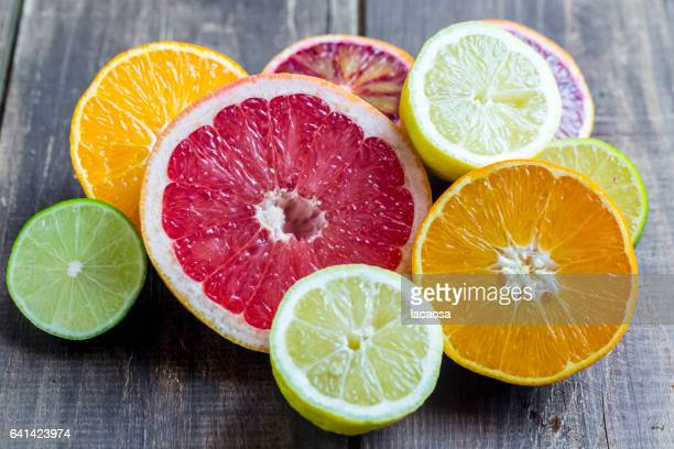 citrus fruits - zitrusfrucht stock-fotos und bilder