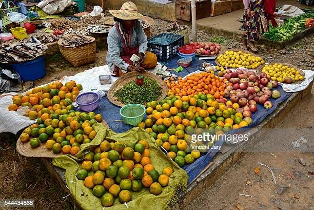 citrus seller khaung daing market inle lake myanmar - unmissable stock pictures, royalty-free photos & images