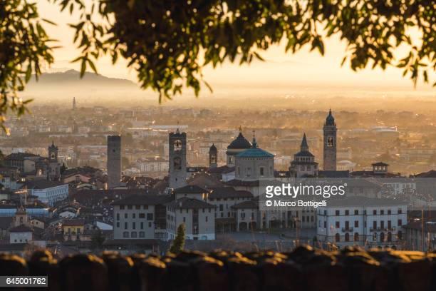 città alta (upper town) at sunrise. bergamo, italy. - bergamo stock pictures, royalty-free photos & images