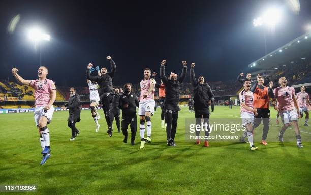 Citta di Palermo players celebrate the victory after the Serie B match between Benevento and Carpi FC at Stadio Ciro Vigorito on April 14, 2019 in...