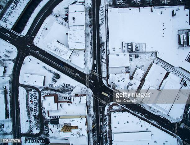 city aerial showing intersecting streets during winter snowstorm - スカネアトレス湖 ストックフォトと画像