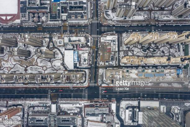 city after snow - liyao xie stock pictures, royalty-free photos & images
