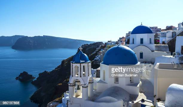 city and church on coastline, oia village, santorini, greece - cyclades islands stock pictures, royalty-free photos & images
