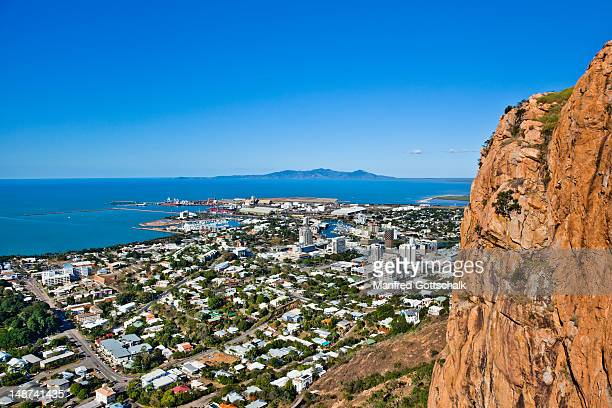 city and harbour from castle hill. - townsville australia fotografías e imágenes de stock