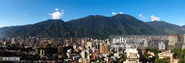 city and mountains, caracas, venezuela - カラカス ストックフォトと画像