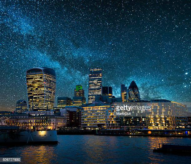 city at night - milky way stock pictures, royalty-free photos & images