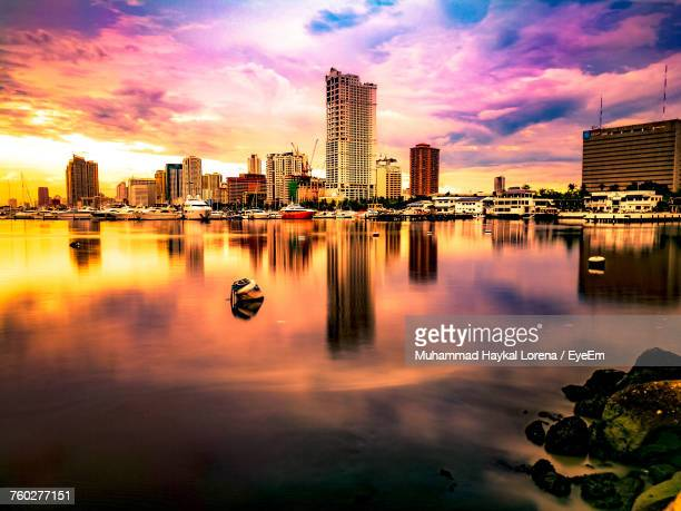 city at waterfront during sunset - manila philippines stock pictures, royalty-free photos & images