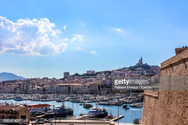 city at waterfront - parham emrouz stock pictures, royalty-free photos & images