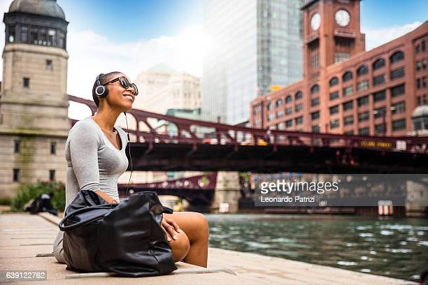 city break in chicago - woman relaxing at lunch time - chicago river stock pictures, royalty-free photos & images