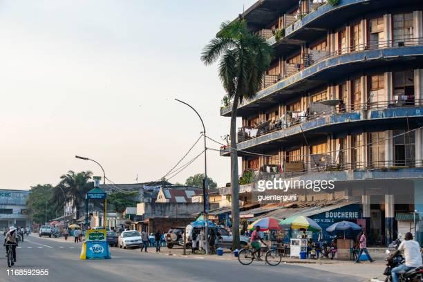 centro de la ciudad de kisangani (anteriormente stanleyville), república democrática del congo - zaire fotografías e imágenes de stock
