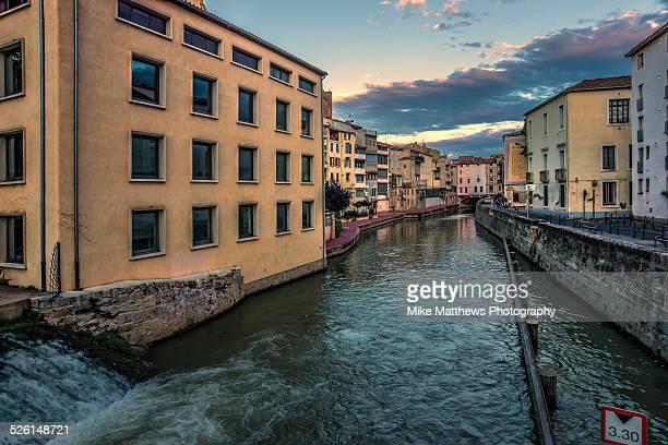 city centre narbonne - canal du midi photos et images de collection