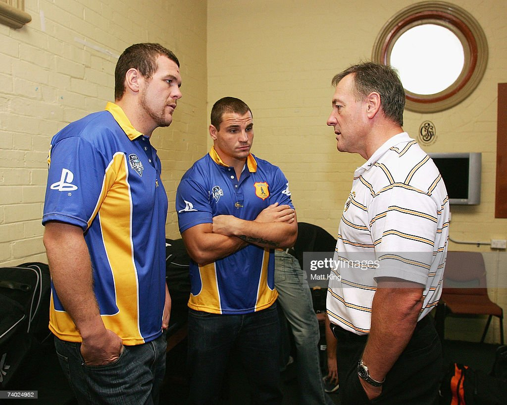 City coach Tim Sheens (R) talks to Jason King (L) and Anthony Watmough (C) during the City Origin team assembly at the Sydney Cricket Ground on April 30, 2007 in Sydney, Australia.