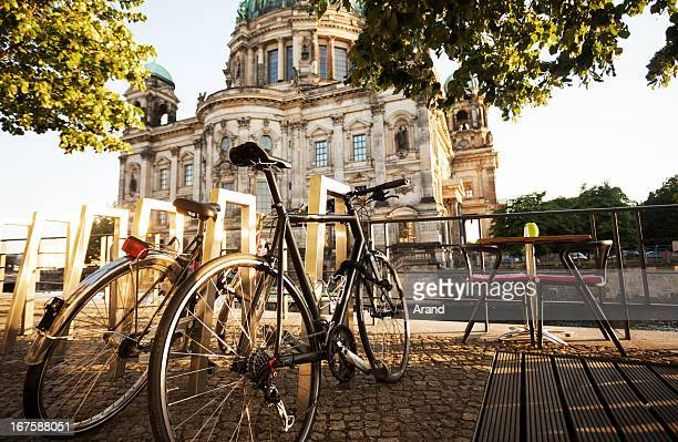 city cycle commuting - berlin stock pictures, royalty-free photos & images
