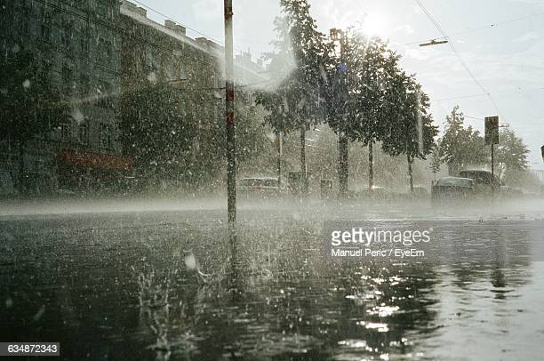 city during rainy season - wetter stock-fotos und bilder