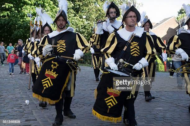 City Festival Ducasse in Mons immaterial world heritage of UNESCO Hellebardenträger in historischen Uniformen