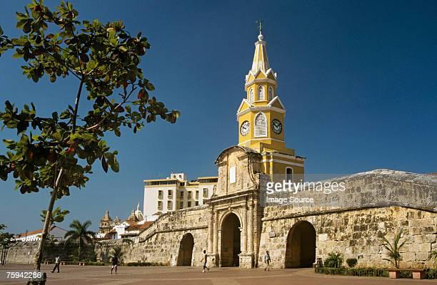 city gate cartagena - cartagena colombia fotografías e imágenes de stock
