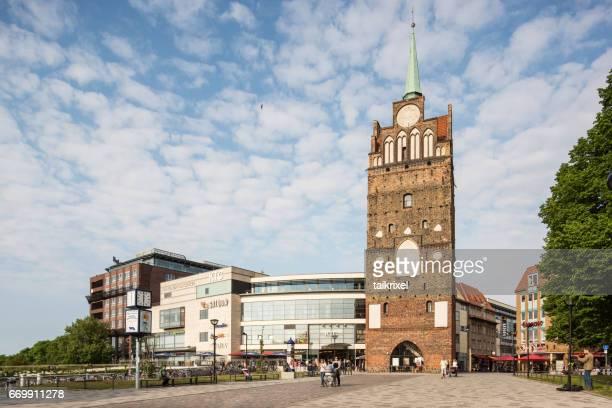 cidade portal kröpeliner portal em rostock, alemanha, europa - rostock - fotografias e filmes do acervo