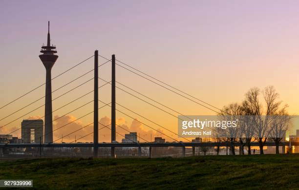 city gate, rhine tower and rheinknie bridge in the evening light, duesseldorf, north rhine-westphalia, germany - stadttor stock-fotos und bilder