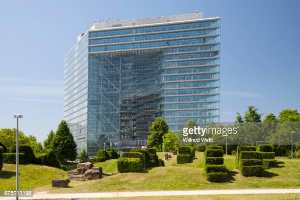 city gate, seat of the north rhine-westphalia state chancellery and the prime minister, duesseldorf, rhineland, north rhine-westphalia, germany - stadttor stock-fotos und bilder