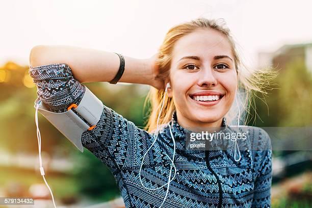 city girl in sportswear - actieve levenswijze stockfoto's en -beelden