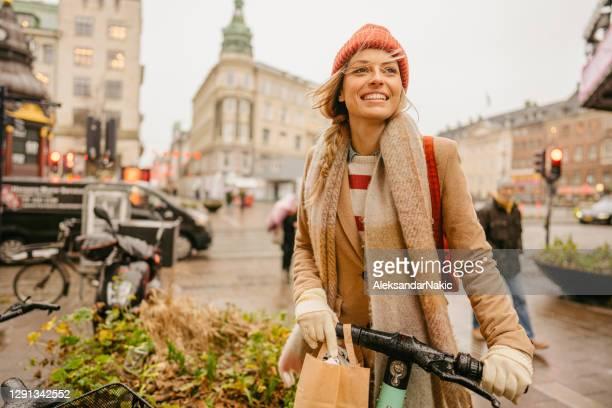 staden flicka - köpenhamn bildbanksfoton och bilder