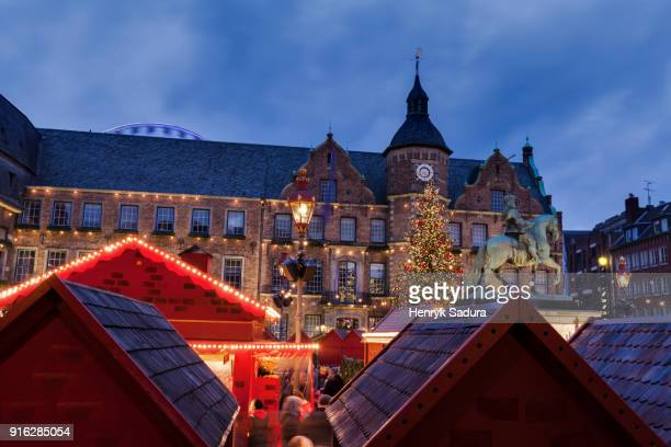 city hall and christmas tree in dusseldorf - düsseldorf stock pictures, royalty-free photos & images