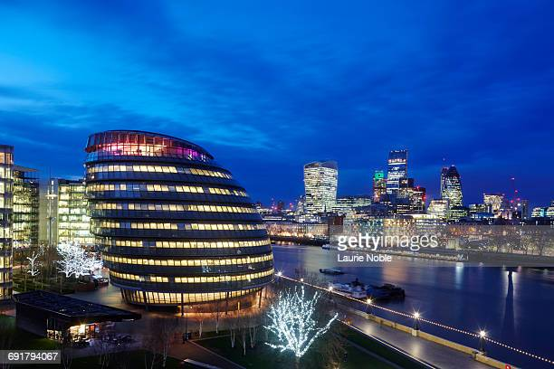 city hall and london skyline at dusk. london - guildhall london stock pictures, royalty-free photos & images