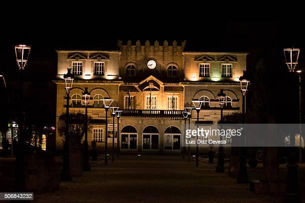 """city hall """"el grove"""" at night - grove imagens e fotografias de stock"""