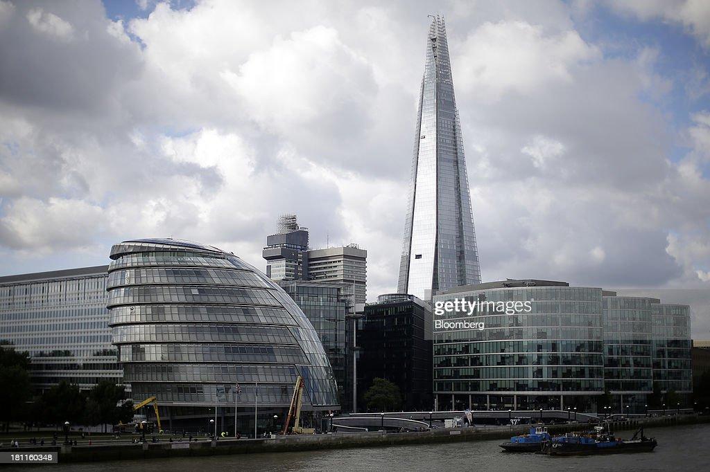 Real Estate Along London's South Bank As Development Continues : Photo d'actualité