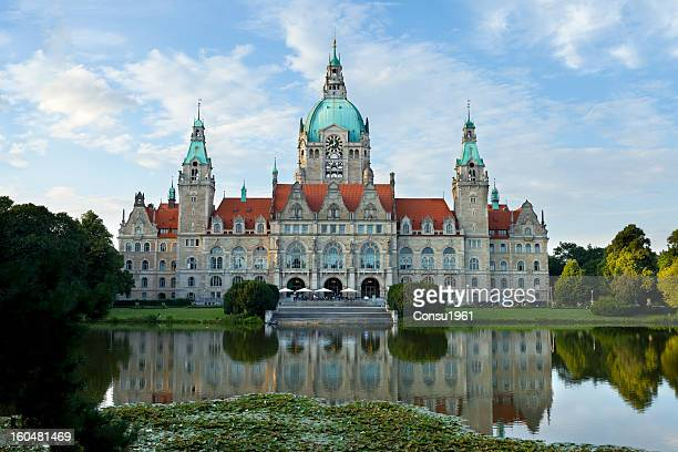 city hall (neue rathaus) - hanover germany stock pictures, royalty-free photos & images