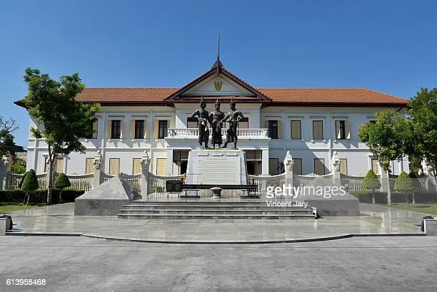 city hall the three king monument at chiang mai thailand - reyes magos de oriente fotografías e imágenes de stock