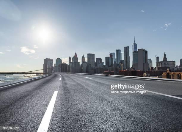 city highway - calle urbana fotografías e imágenes de stock
