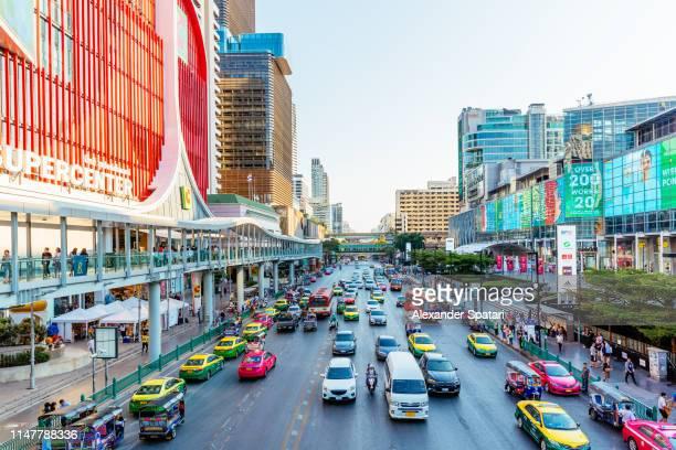 city highway with busy traffic in bangkok, high angle view - bangkok fotografías e imágenes de stock