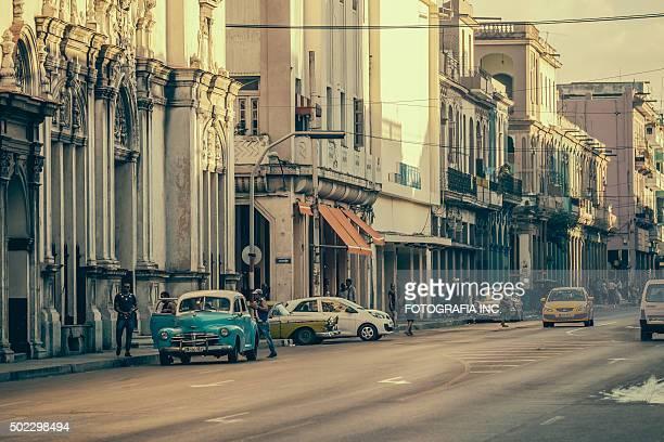 City hustle on Calzada De Infanta