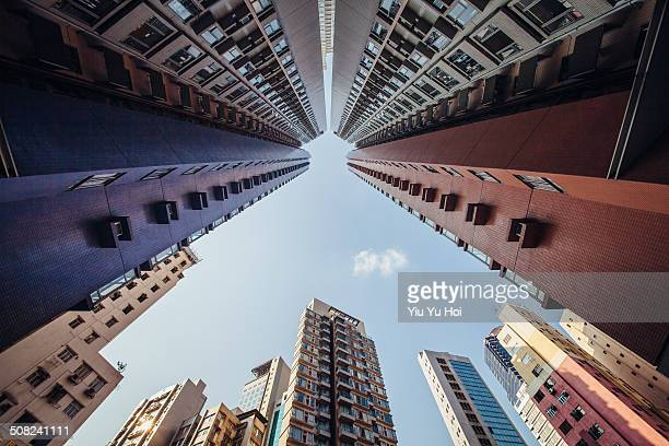 city jungle with highrise residential blocks - yiu yu hoi stock pictures, royalty-free photos & images