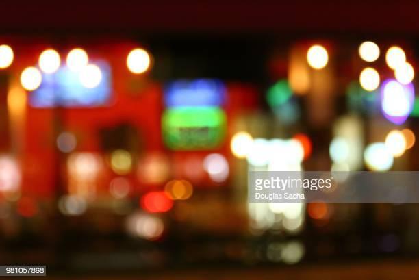 city life at night - soft focus foto e immagini stock
