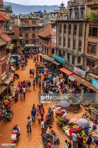 都市生活 - ネパール ・ バクタプルのメイン通り - バクタプル ストックフォトと画像