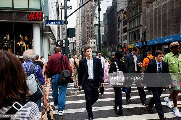 city life on 5th avenue, new york - modern essentials by h&m stock pictures, royalty-free photos & images