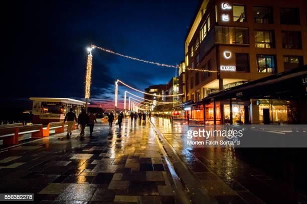 city light on city streets - オスロ ストックフォトと画像