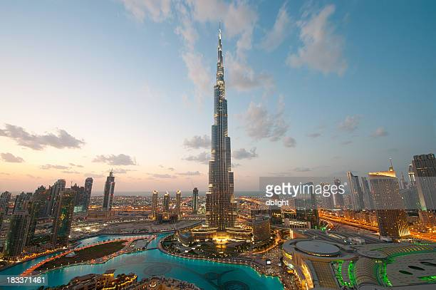 city lights in dubai at sunset - dubai stockfoto's en -beelden