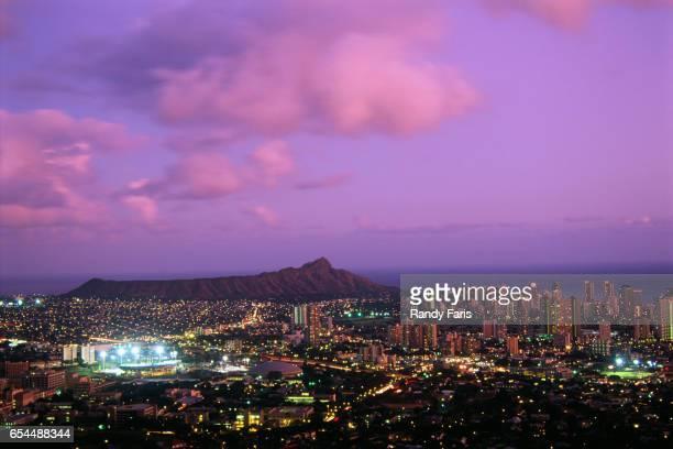city lights of waikiki - ダイヤモンドヘッド ストックフォトと画像