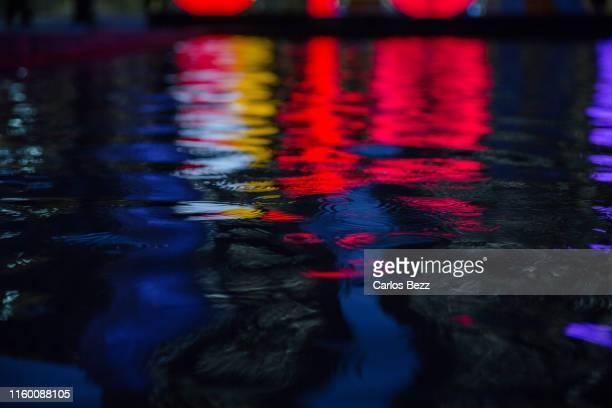 city lights reflextion - 歓楽街 ストックフォトと画像