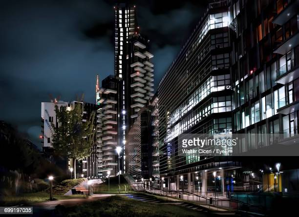 city lit up at night - walter ciceri foto e immagini stock