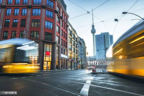 決して眠らない街 - ベルリン ミッテ区 ストックフォトと画像