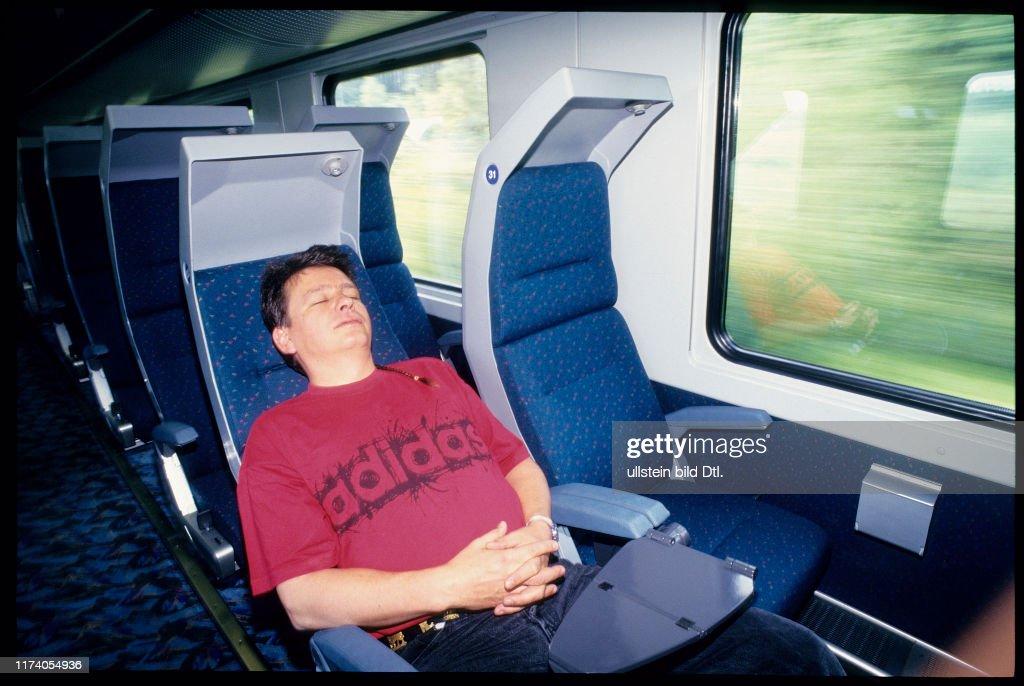 City Night Line 1995: Bahnreisender beim Schlafen : Foto jornalística
