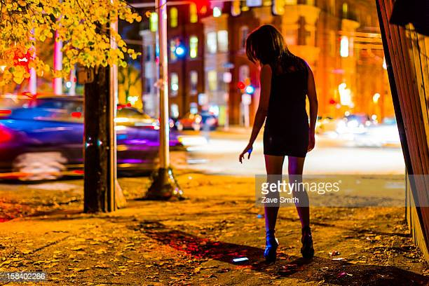 city night mystery - prostitutie stockfoto's en -beelden